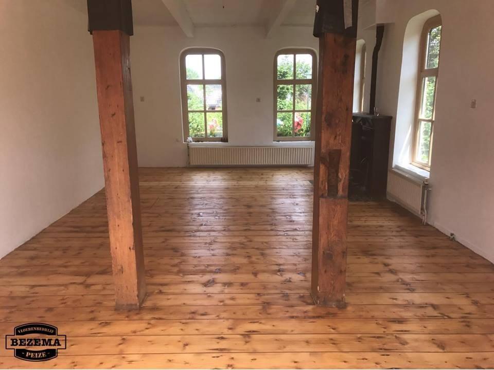 Gerenoveerde grenen vloer boerderij