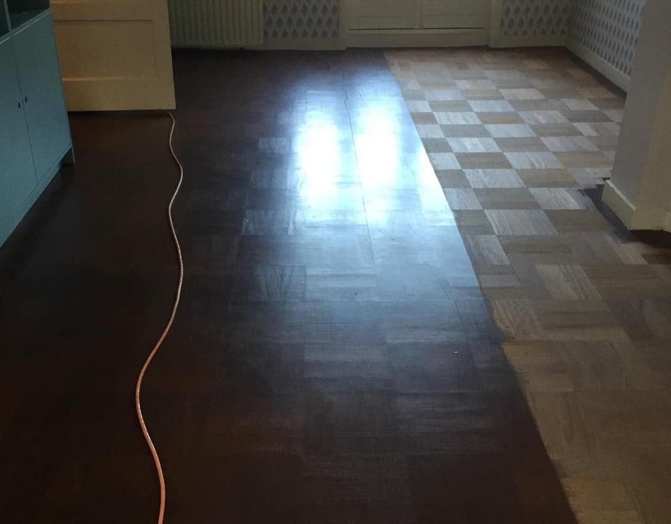 Schuren toplaag oude patronen vloer